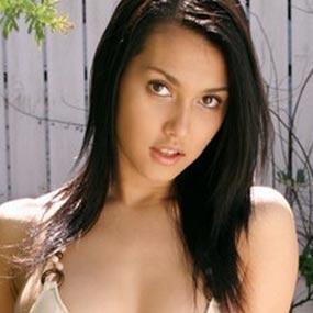 Jakarta – Kedatangan bintang film porno Miyabi ke Indonesia disambut ...